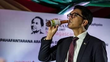 Angeblicher Anti-Covid-Drink: Madagaskar feuert Bildungsministerin – weil sie zwei Millionen Dollar für Lollis ausgeben wollte