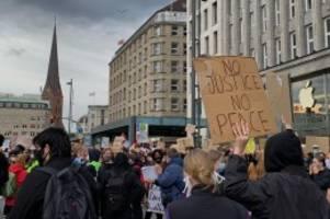 Newsblog: Anti-Rassismus-Demos: 9000 Demonstranten am Jungfernstieg