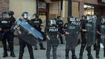 Proteste nach Tod von Floyd: Erste US-Staaten beschließen Polizeireformen