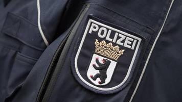 news des tages: interna an die afd verraten? berliner polizist bleibt im dienst