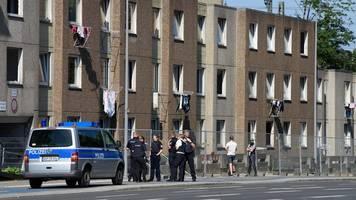 in göttingen: randale an quarantäne-wohnanlage - acht polizisten verletzt