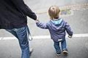 bundesregierung hilft familien - 300 euro kinderbonus: gutverdienern nützt er nichts - aber hartz-iv-empfängern