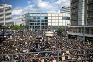 berlin-neukölln: schon 8000 zusagen für anti-rassismus-demo