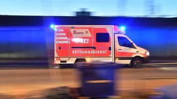 berlin: illegales autorennen? wagen kracht in 25-jährigen