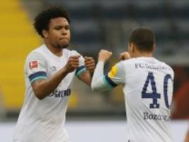 Verträge in der Bundesliga: Schalke plant Gehaltsobergrenze