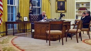 Spitzengespräche im Ovel Office: Wenn Donald Trump zum Hörer greift, fürchten seine Berater um die Sicherheit der USA