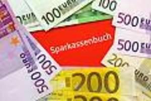 Schon ab 25.000 Euro - Berliner Sparda-Bank gnadenlos: Bald zahlen auch normale Kunden Strafzinsen