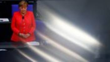 Regierungsbefragung: Angela Merkel verteidigt Horst Seehofers Umgang mit taz-Kolumne