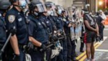 usa: new yorker polizei-budget um eine milliarde dollar gekürzt