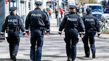 hamburg: polizei veröffentlicht postkarte eines jungen – und muss sich gegen fake-vorwürfe wehren