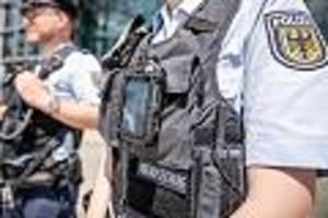 Razzia in fünf Bundesländern - Bundespolizei geht gegen Schleuser und Urkundenfälscher vor