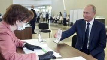 Abstimmung in Russland: Mehrheit stützt offenbar Putins Pläne