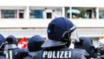 polizist: manche warfen uns vor, wir seien teil einer diktatur