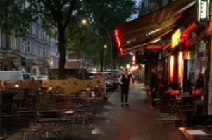 st. pauli: kult-bar roschinsky's kämpft mit biergarten gegen die krise