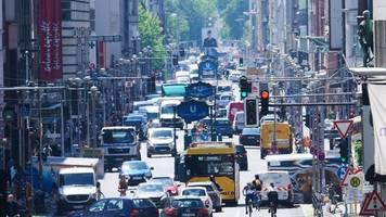 projekt autofreie friedrichstraße: fünfeinhalb monate