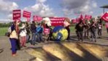 kohleausstiegsgesetz: proteste vor dem reichstag in berlin