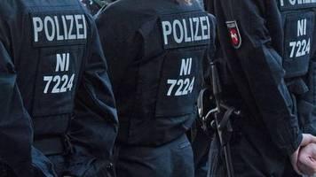 news von heute: waffen bei razzia im fall von rechtsextremem bundeswehr-reservisten entdeckt