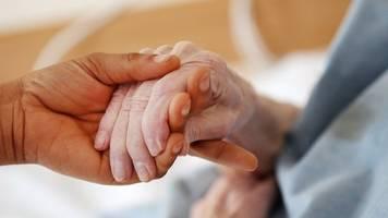 Neue Qualitätsvorgaben: Gesetz zur Reform der Intensivpflege verabschiedet