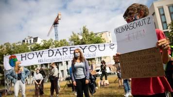fridays for future protestiert vor hamburger spd-zentrale