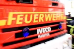 Hamburg: Großeinsatz: Industriegebäude in Schnelsen brennt