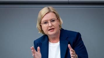 Kampf gegen Rechtsextremismus - Högl: Über Wiedereinführung der Wehrpflicht diskutieren