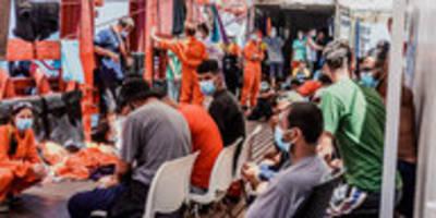 aufnahme von geflüchteten in italien: quarantäne-schiff für geflüchtete