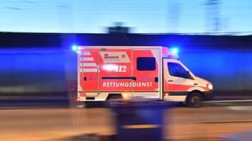Radfahrer von Lastwagen erfasst: lebensgefährlich verletzt