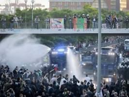 angriff bei g20-gipfel: ex-polizist nach dosenwurf freigesprochen