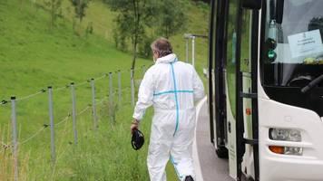 obergünzburg in bayern: mann ersticht ex-partnerin in bus vor anderen fahrgästen