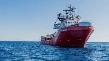 rettung im mittelmeer: ocean viking fährt mit 180 migranten in hafen in sizilien