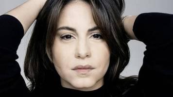 Almila Bagriacik: Warum der Schauspielerin Siri Angst macht