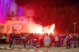 relegation: profis von werder bremen von heidenheim-fans attackiert