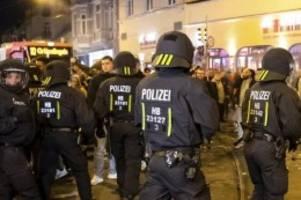 Fußball-Ticker: Werder-Fans randalieren nach Relegation – Festnahmen