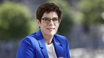 Annegret Kramp-Karrenbauer fordert verbindliche Frauenquote in CDU