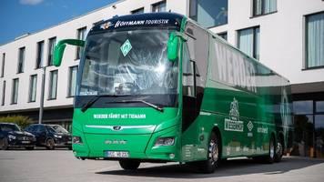 Bundesliga-Relegation: Randale nach Abpfiff – Werder-Bus wohl beschädigt