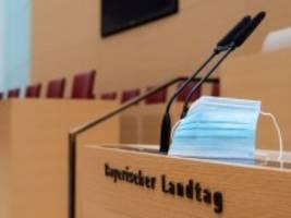Coronavirus-Newsblog für Bayern: Maskenpflicht im Landtag: AfD verliert und provoziert