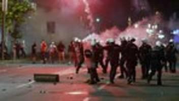 Serbien: Erneute Corona-Ausgangssperre sorgt für massive Unruhen in Serbien