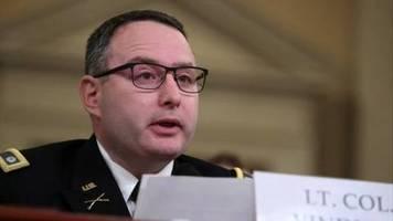 Video: Schlüsselfigur im Trump-Amtsenthebungsverfahren beendet Militär-Karriere