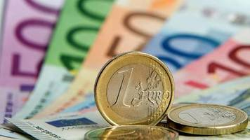 befragung: gutverdiener sind mit krisenpolitik zufriedener
