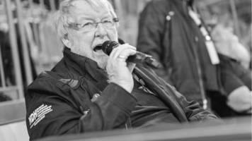 udo scholz: kult-stadionsprecher gestorben: er erfand den fangesang zieht den bayern die lederhosen aus
