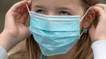 Zu viele Neuinfektionen: Minister: «Zu früh für Abschaffung der Maskenpflicht»