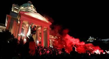serbien: erneut krawalle in belgrad – demonstranten dringen in parlament ein
