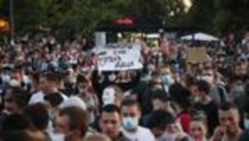serbien: proteste gegen regierung halten an