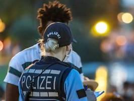 Großeltern interessieren nicht: Polizei relativiert Herkunftsrecherche