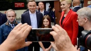 Nachwahlbefragungen: Amtsinhaber Duda bei Präsidentenwahl in Polen knapp vorn