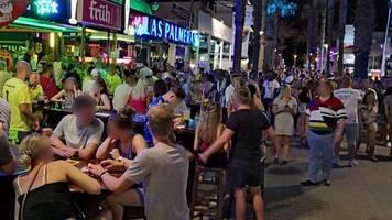 Urlauber am Ballermann: Kein Abstand, keine Masken: Hunderte Deutsche missachten auf Mallorca alle Corona-Regeln