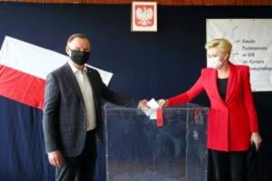 wahl: präsidentenwahl in polen: kopf-an-kopf-rennen bei stichwahl