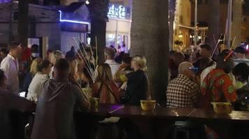 Balearen: Chaotische Zustände am Flughafen und Party-Touristen: Entgleitet Mallorca die Corona-Krise?