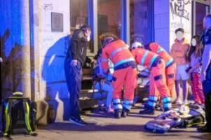 Hamburg: Hausfassade in Flammen: Feuerwehr rettet 26 Bewohner