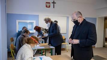 hohe beteiligung: polen entscheiden in stichwahl über neuen präsidenten